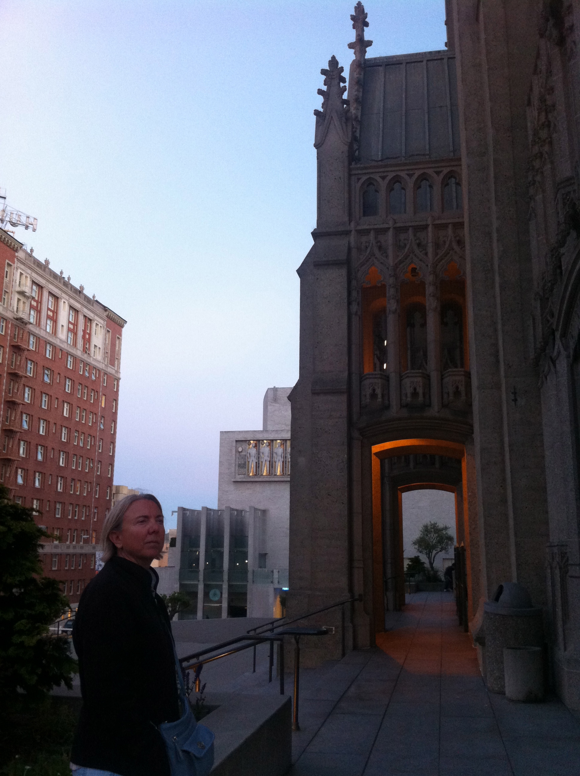 City Sights: Grace Cathedral – The Amateur Librarian