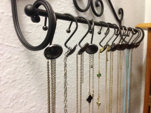 The Amateur Librarian // DIY Jewelry Organization