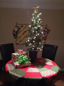 The Amateur Librarian // Scalloped Christmas Tree Skirt